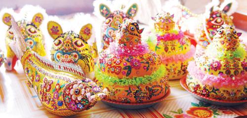 活泼可爱而富有民俗色彩的布老虎,布老虎看起来漂亮,威武,但是工艺