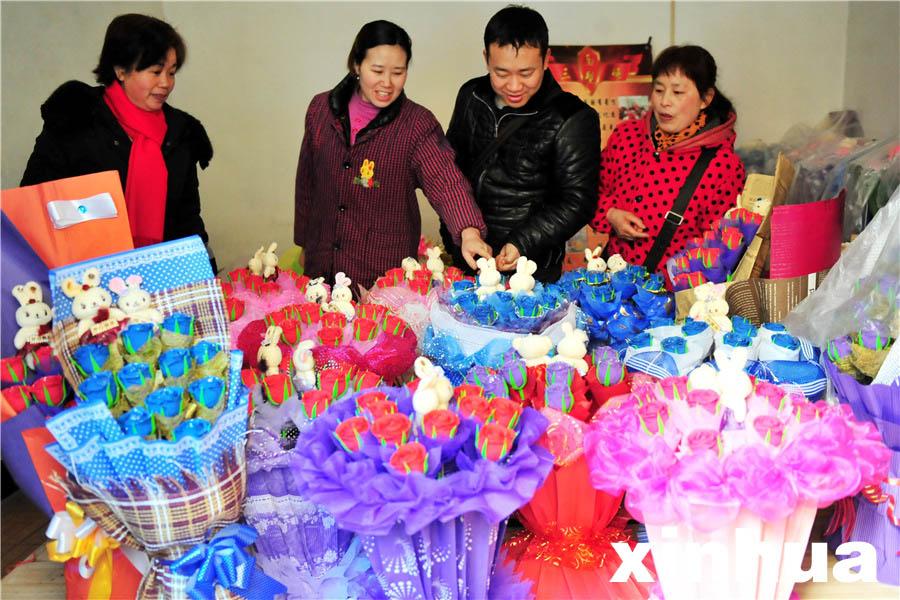 宜昌面塑达人捏千朵玫瑰喜迎情人节
