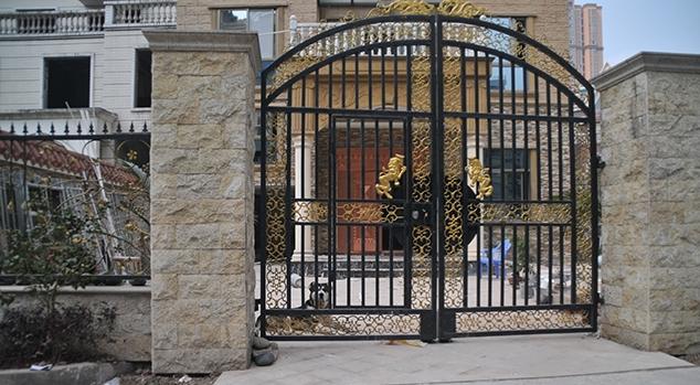 自贡别墅区二层缺乏安全感为防患养犬狂吠扰别墅万30的以内富人半图片