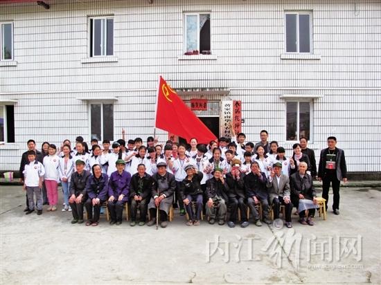 隆昌县 关爱老人 志愿者在行动图片