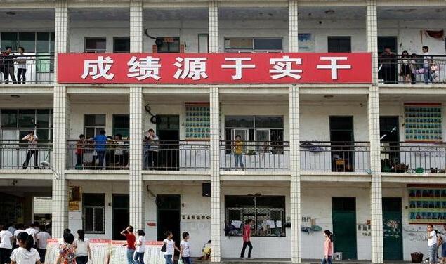 河南省郸城一高 三年内以73人考入清华北大创下了全国县级高中第一 图片