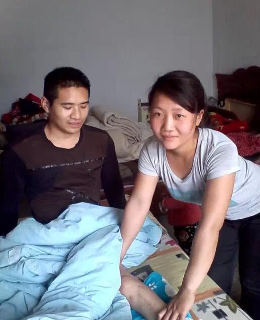 安徽蒙城美女李玲利 带着瘫痪男友追梦10年