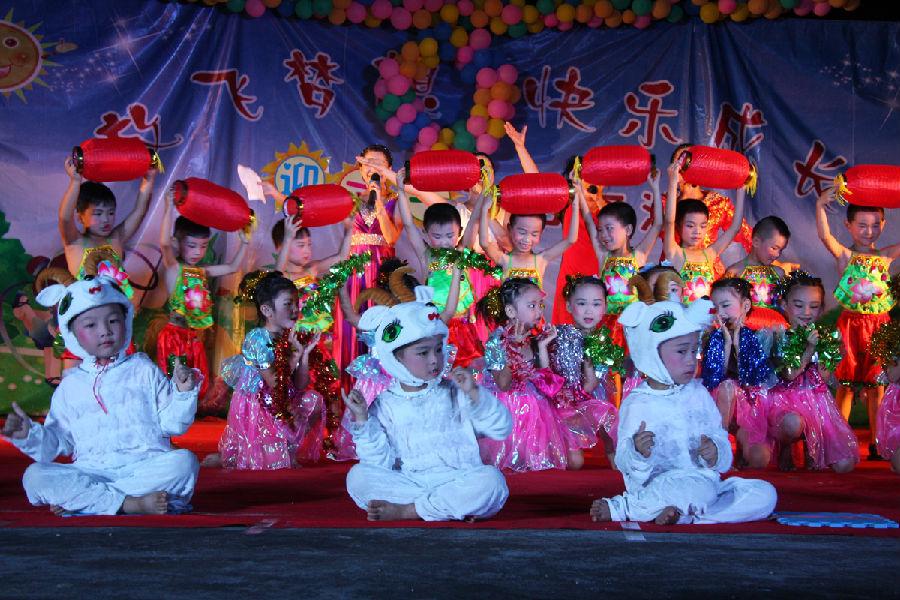 东红:庆祝六一儿童节(图文)