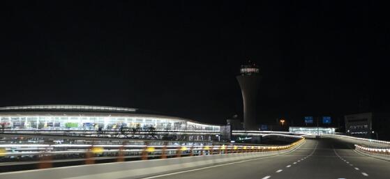 零点5分,东航mu5136航班成功降落蓬莱国际机场.