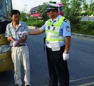 西充男子车辆违章被查获试图用500元贿赂交警