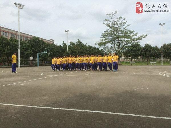 鹤山共和中心小学队列队形比赛 展示共小风采!