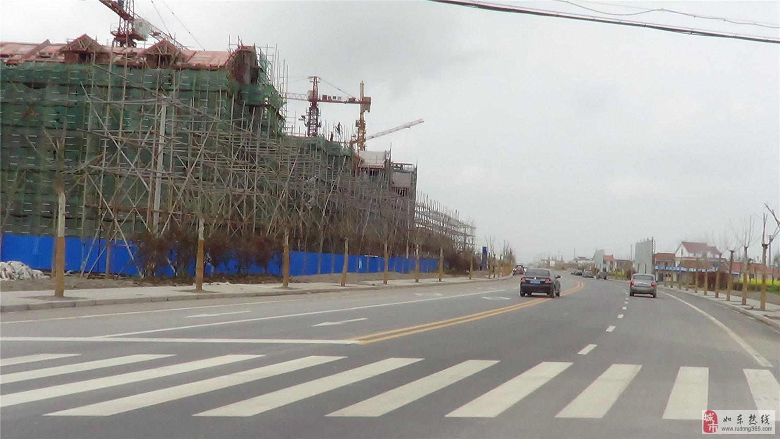 中坤苑位于如东县城新区的东南首,紧邻老城区,南至外环北路,北至府前