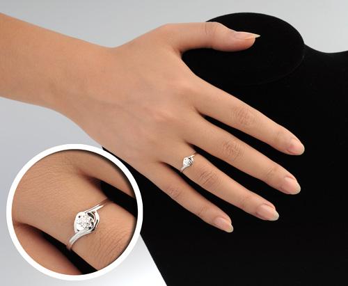 """戴欧妮""""爱・恒在""""18k钻石女戒"""