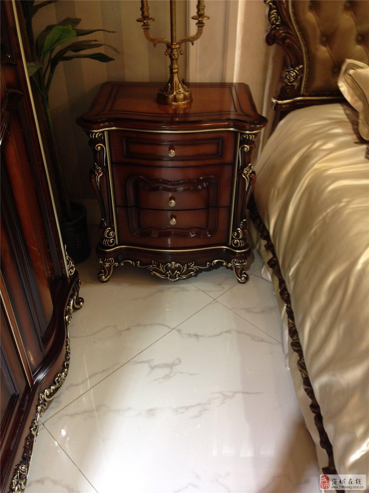 出售欧式纯榉木沙发床,餐桌,衣柜