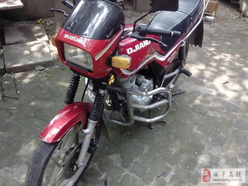 出售八成新钱江红色125跨骑摩托