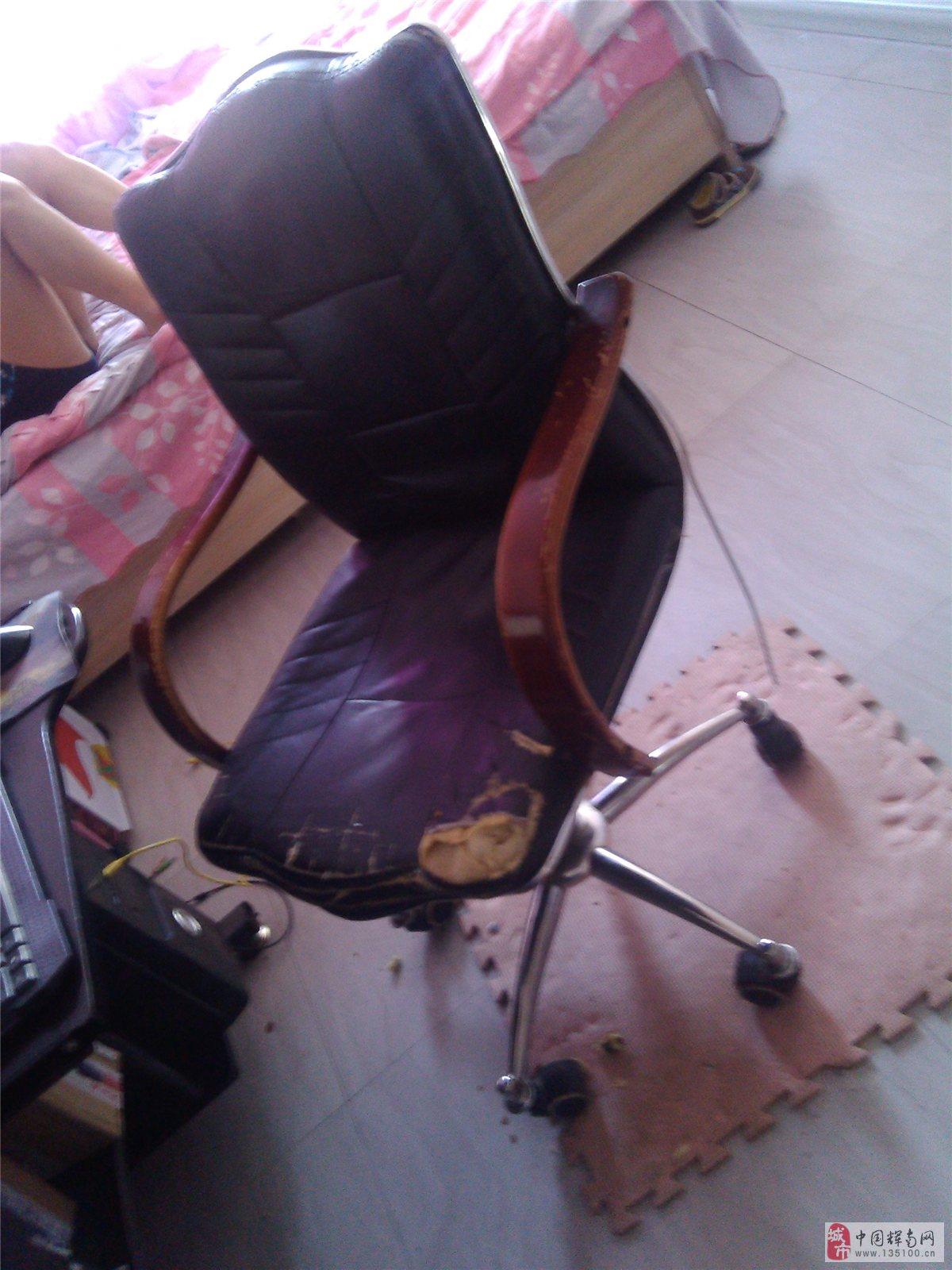 出售电脑桌椅一套家里装修没地放了