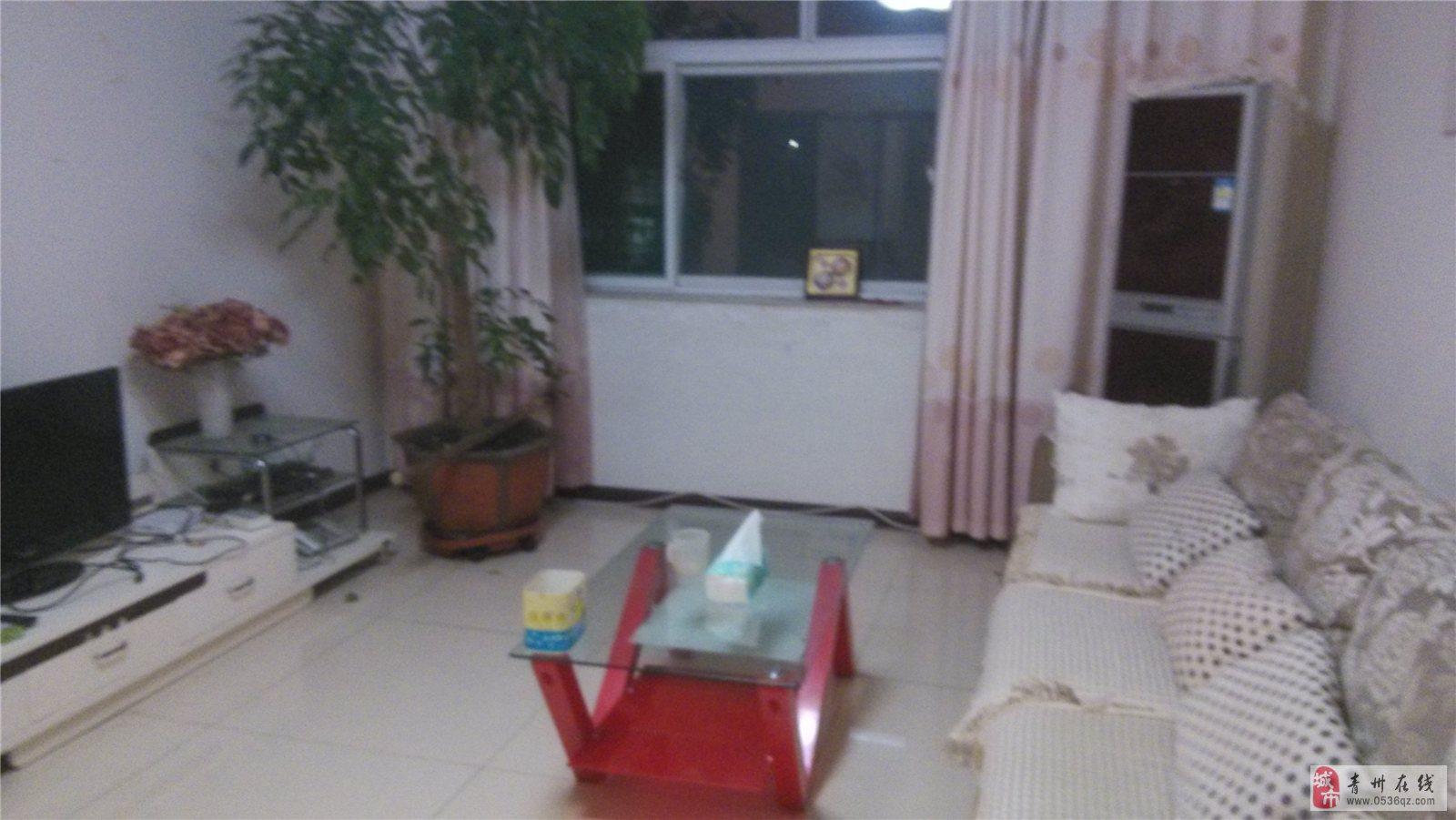 海天花园精装4楼三室两厅出租电视/网线/家具