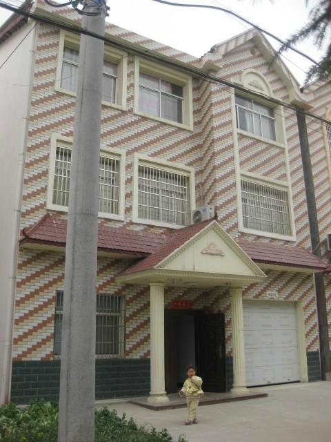 出售新民新农村还建别墅三层小洋房(带车库及后院)新