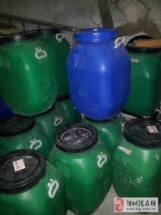 低价出售100斤装塑料桶