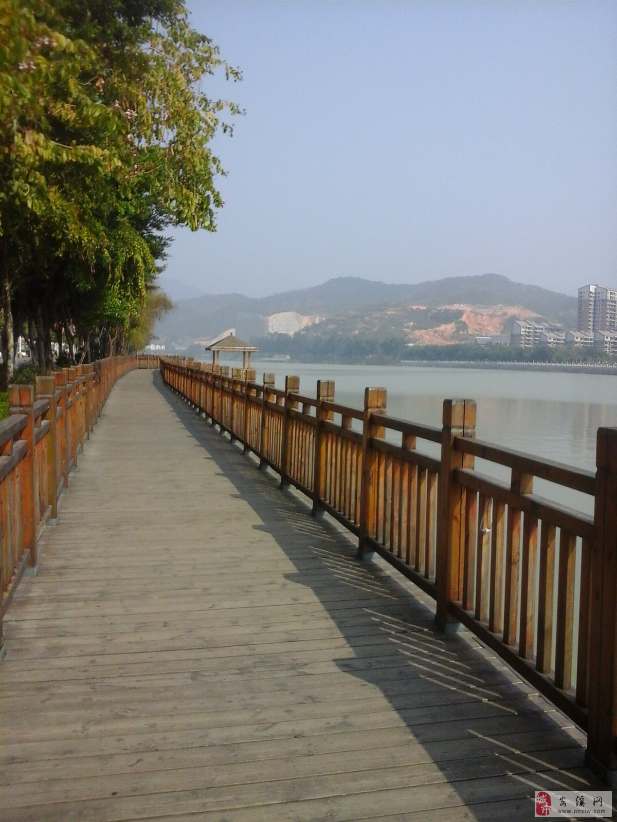 项目位于安溪河滨南路,大龙湖边,水岸第一排,紧邻中国茶都,背靠安溪