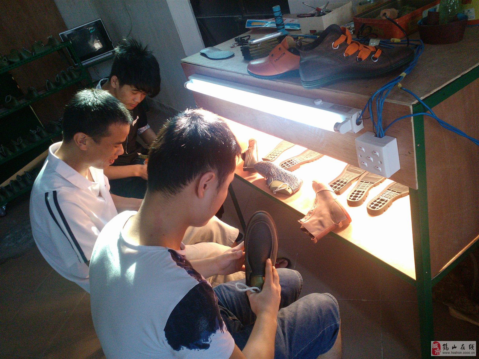 鹤山市艺立鸿全套技术设计出格版师鞋样鞋业培训大伞帽图片