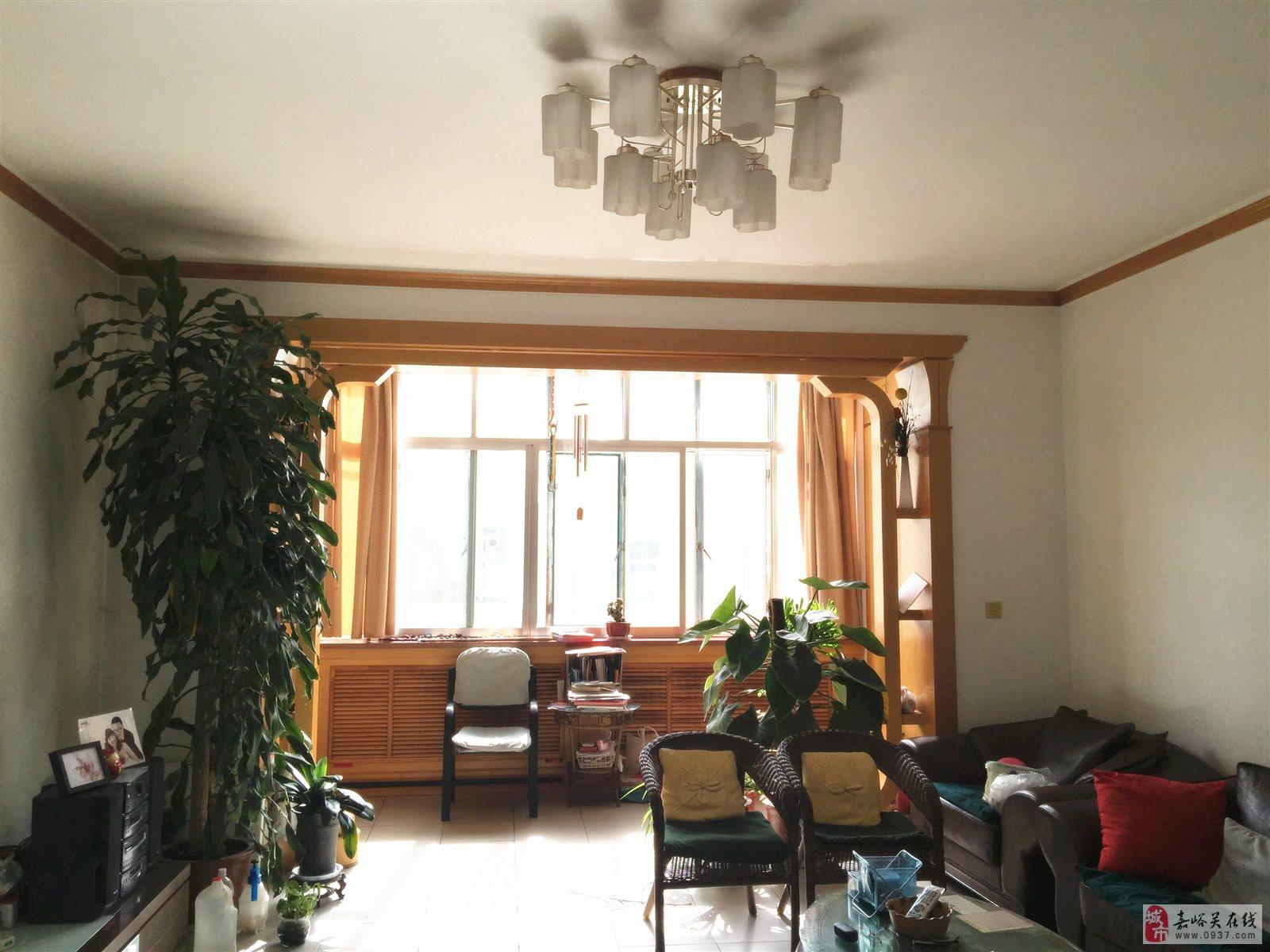 出售长城街三室两厅一卫精装修带高档家具二手房一套高清图片