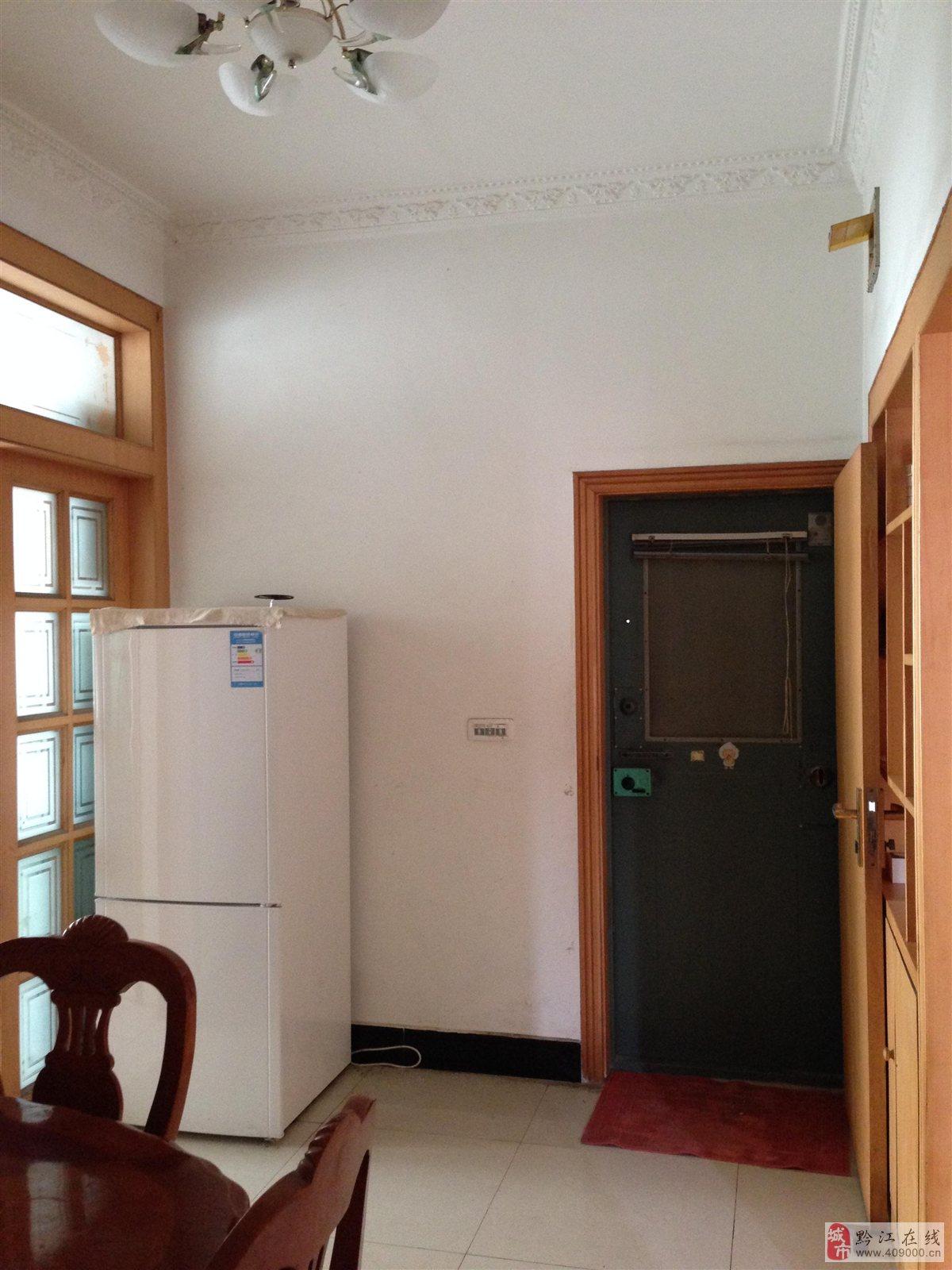 西山转盘三峡银行后面单间房屋出租(限单身女性)