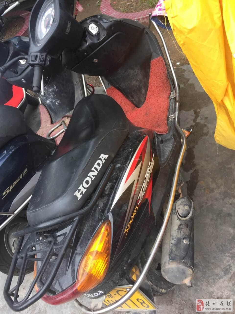 出售五羊本田佳颖女款摩托车