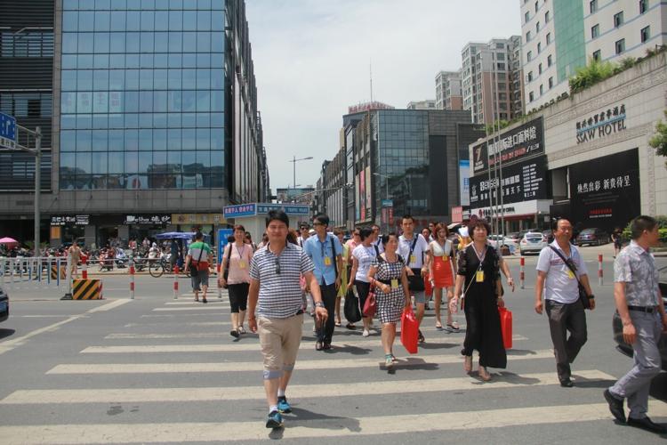 中国服装第一街——杭州四季青服装批发市场