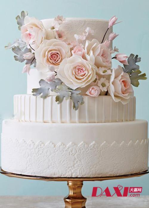 四层的婚礼蛋糕,第一层装饰蕾丝雕花