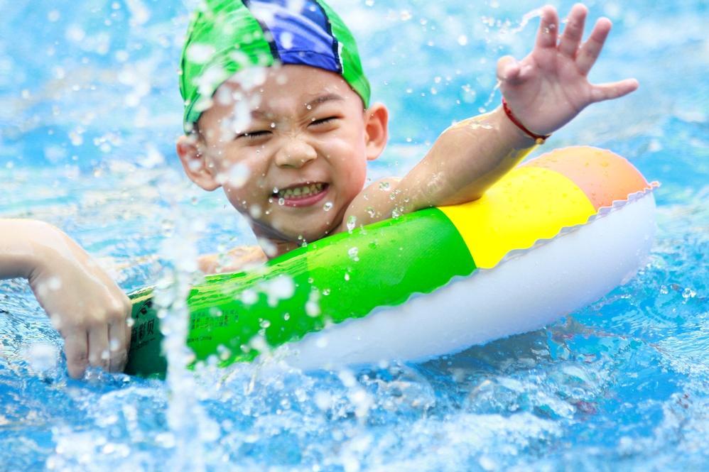 夏天儿童学游泳必备4用品