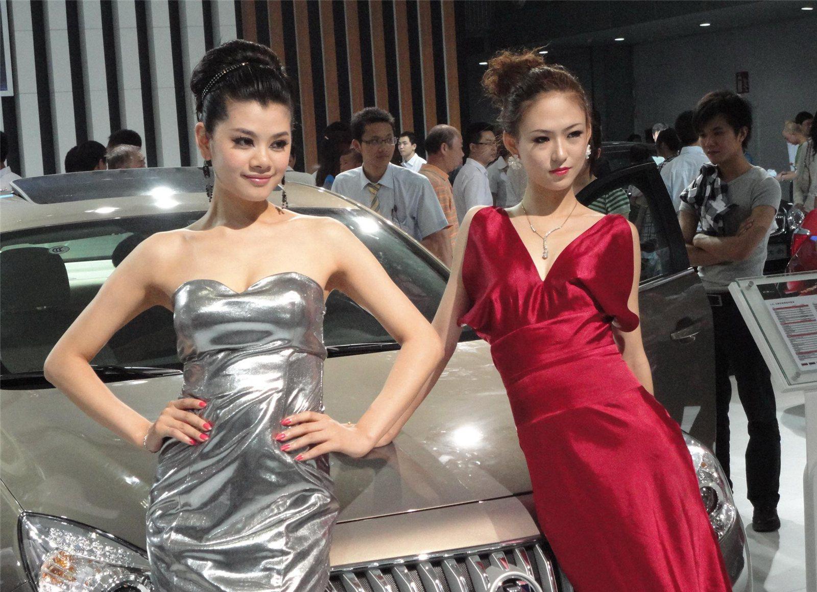 2011重庆车展:雪佛兰别克展台模特