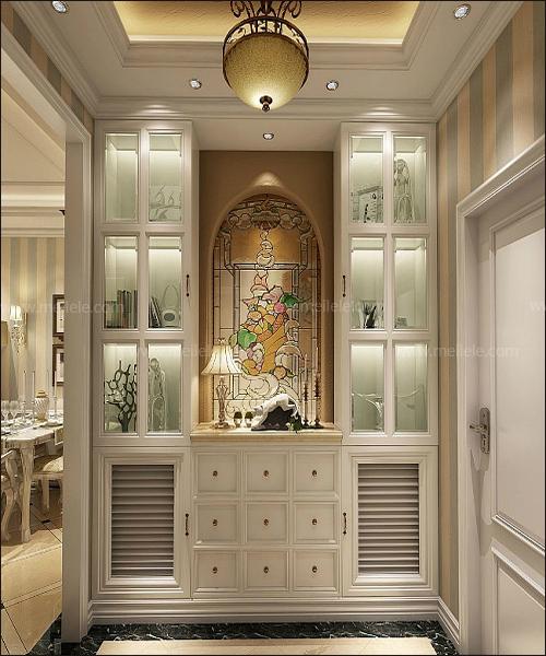 meilele编辑点评:这是一款美式奢华风格的玄关设计,进门处就是一图片