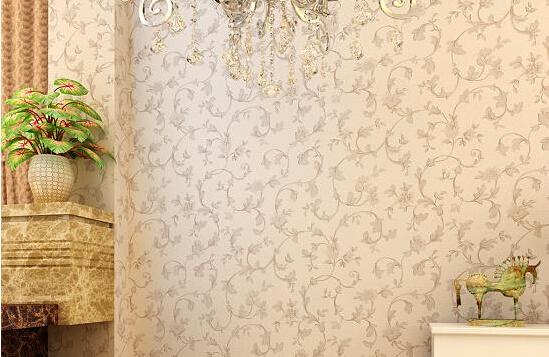 铲去后刷一遍界面剂或清漆,再用石膏或腻子找平墙面,打磨光滑平整后刷