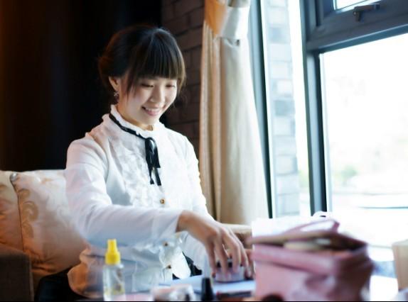 筱晴,化妆师
