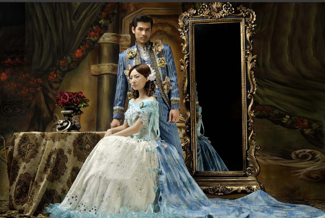 宫廷风格婚纱照:   欧洲宫廷风格婚纱照是强调情感的表现,