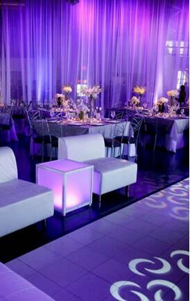 纱幕不仅可以让婚礼现场布置变得浪漫唯美起来