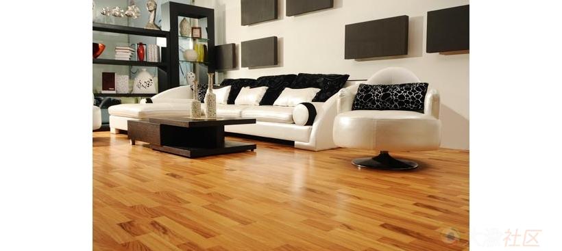 扣条,又称收边扣条,收边条,用于不同空间的地板连接处的衔接,如房间