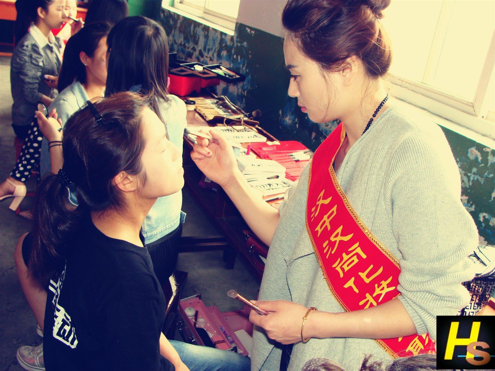 为陕西航空技术学院活动化妆造型