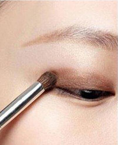 新娘单眼皮大眼妆的画法技巧 打造出完美的明亮大眼妆
