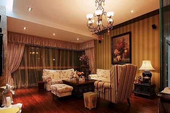 法式田园风格装修图片4   客厅原本较短,设计后将阳台包进室内,使人