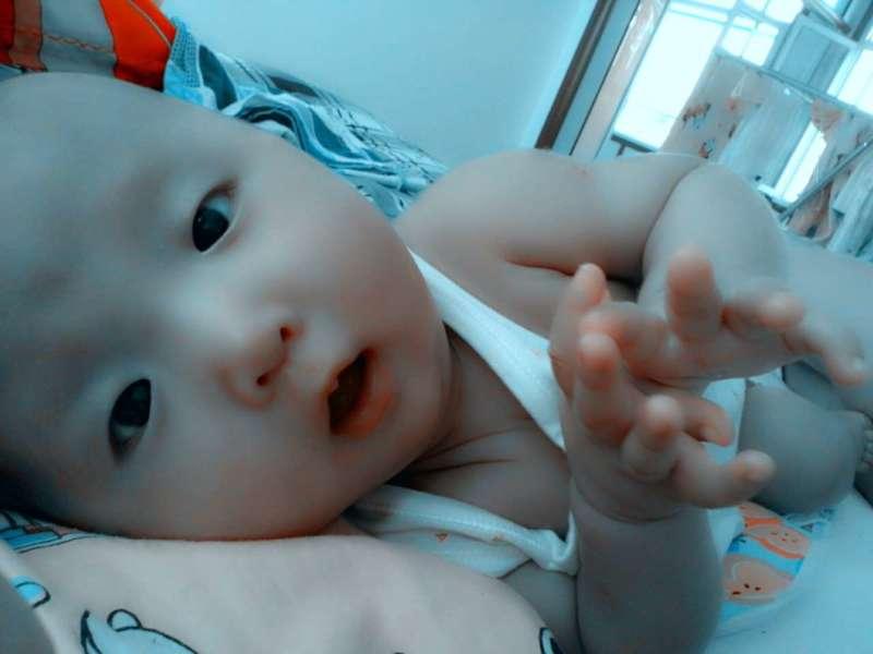宝宝姓名:李梦然 宝宝年龄:13个月 宝宝性别:女 宝宝个人简介:活泼可