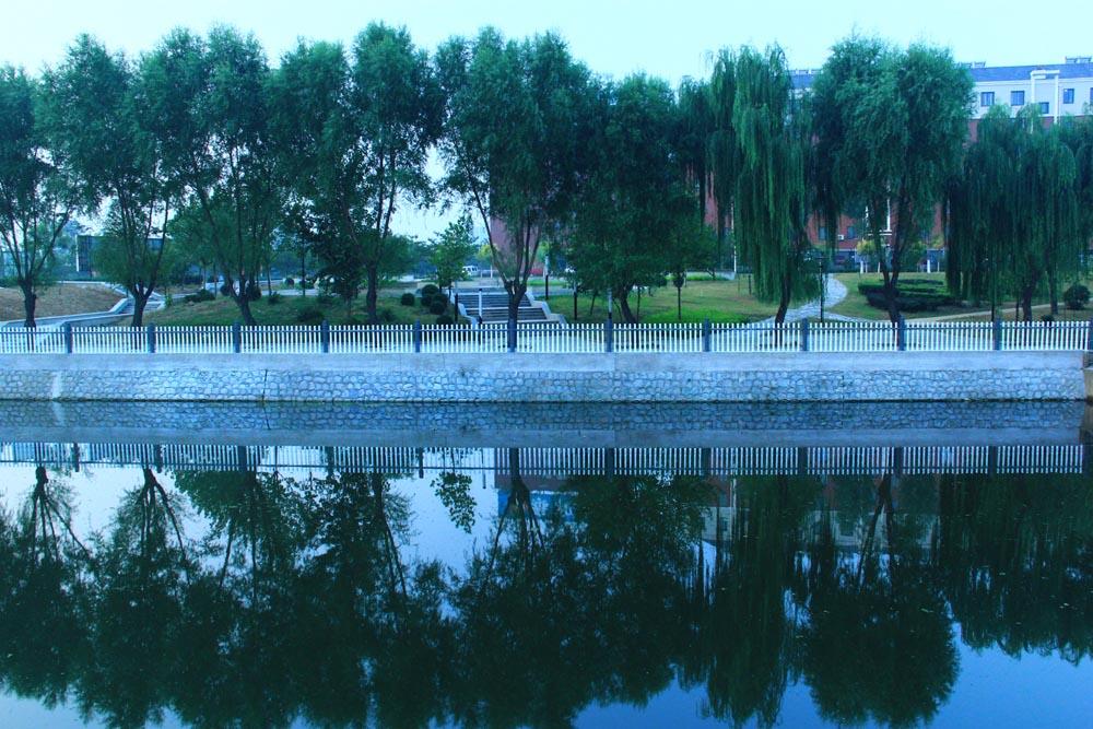 2012滨河公园一角 高永文