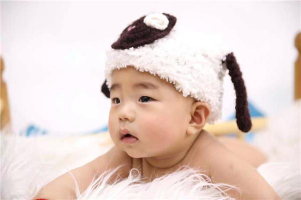 宝宝姓名 : 周俊熙 宝宝年龄 : 6 宝宝性别 : 男 所在幼儿园 : 家 兴趣爱好 : 玩,各种吃 宝宝小故事 : 晚上睡觉每天都是一个劲的挤我,最后到天亮的时候我们俩就跟螃蟹一样横着了 家长寄语: 希望我的宝贝健康快乐每一天