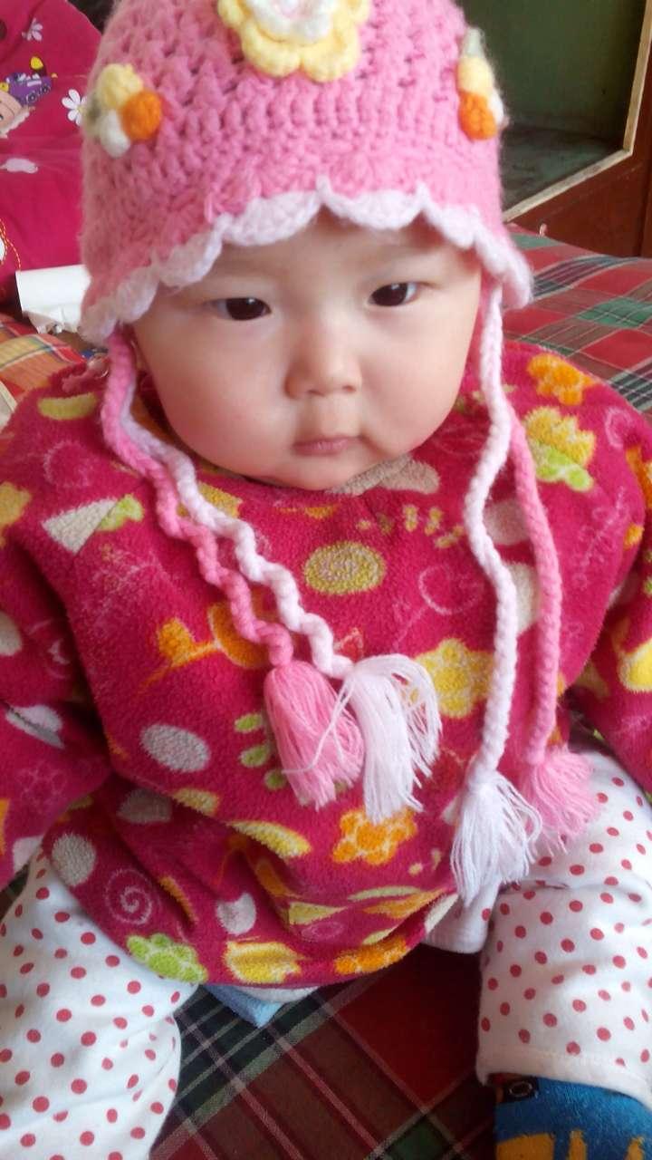 没上学  兴趣爱好:爱吃爱玩爱笑  家长寄语:希望宝宝越来越可爱.