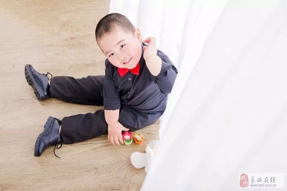 启明幼儿园 宝贝特长 :  唱歌 宝贝介绍: :  胖胖的小可爱 家长