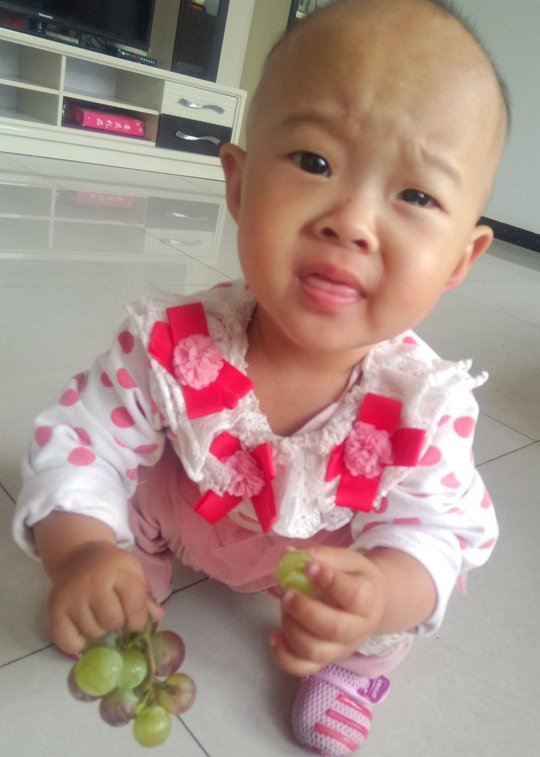 女 所在幼儿园:没上学 兴趣爱好:吃 家长寄语:分享宝宝的可爱*^o^*