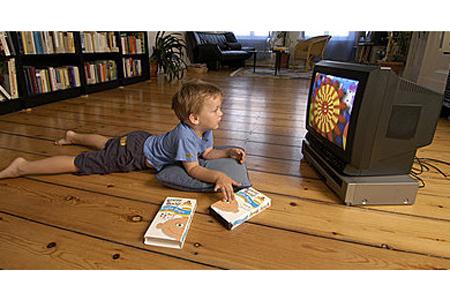 小朋友看电视