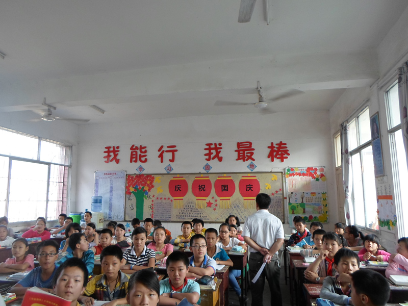 资源一小开展庆祝新中国成立65周年 向国旗敬礼 爱国主义教育活动 -