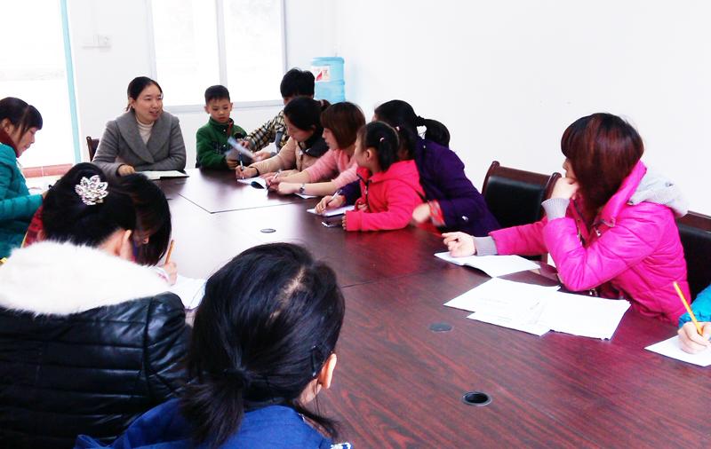 车田民族幼儿园召开班主任工作会议