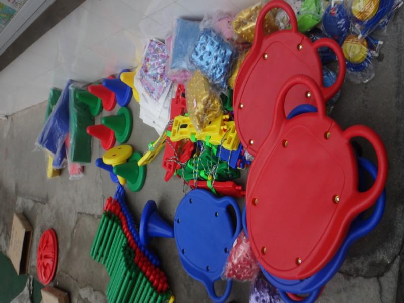机关幼儿园添置新玩具,丰富幼儿户外活动