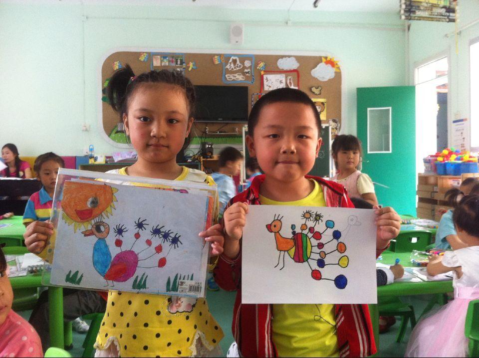下图是孩子们画的水彩画孔雀