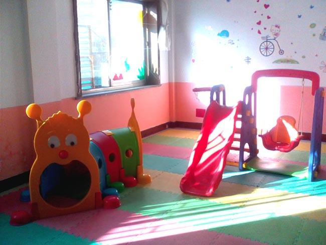幼儿园画仁爱创新